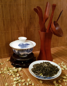China Jasmine (Silver tips) displayed with gaiwan and gong fu equipment